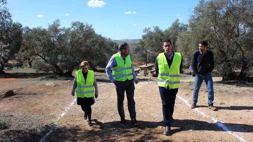 La Junta mejora la accesibilidad y el equipamiento de Los Villares