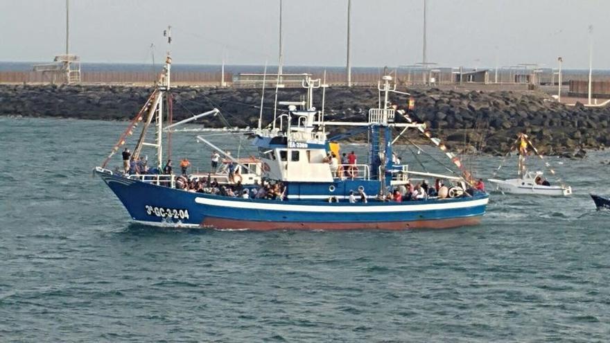 """El atunero de Lanzarote que rescató a los inmigrantes: """"Vieron a Dios, la zodiac se iba al fondo"""""""
