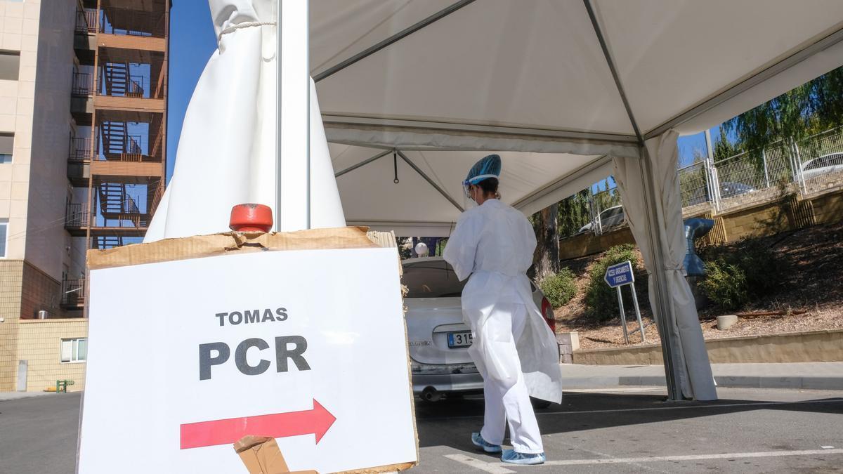 Carpa instalada en Elda para la toma de muestras para una PCR