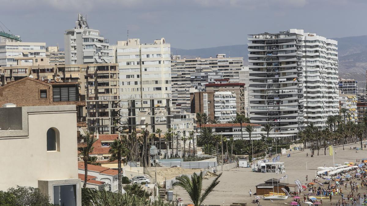 Edificios de apartamentos en Alicante.