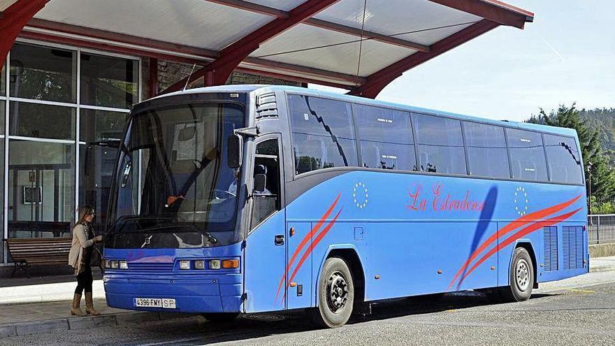 Monbus se hace cargo desde mañana de los recorridos regulares que tenía La Estradense