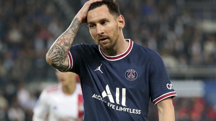 Messi sufre una contusión ósea en la rodilla y causará baja