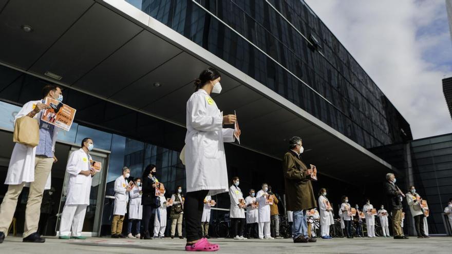 La falta de enfermeras y la avalancha de contagios aplazan cirugías en el HUCA