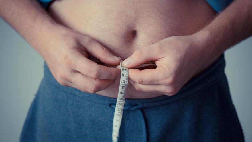 El sencillo gesto que tienes que hacer si quieres tener un vientre plano y perder peso después de los 40 años
