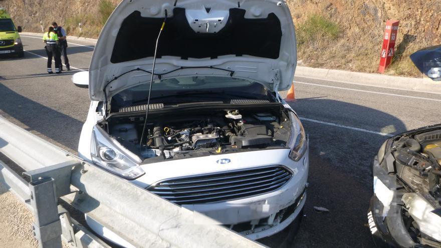 Xoca amb el cotxe contra un altre vehicle mentre conduïa begut i sense permís a Colera