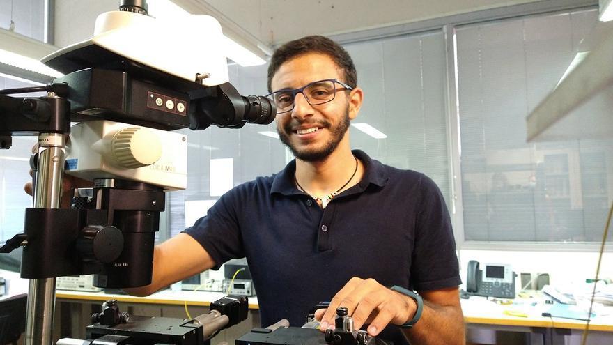 Un doctorando de la UMA logra un premio en un concurso europeo por un proyecto sobre fotónica