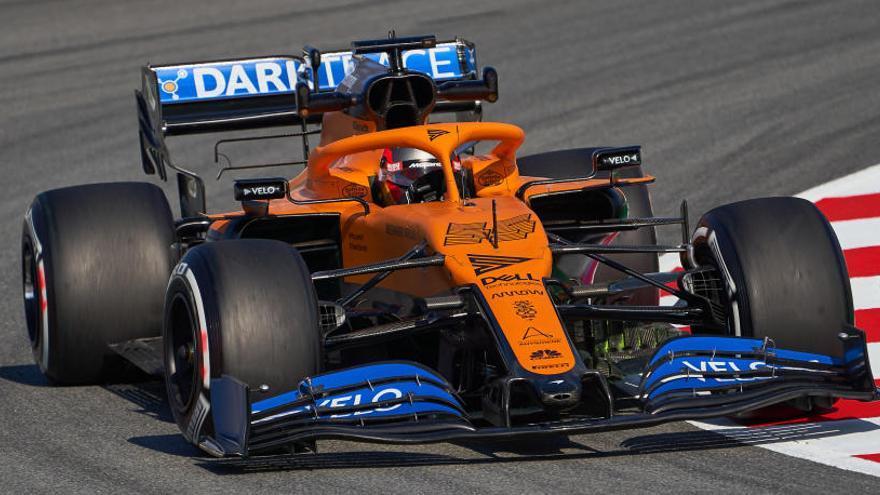 Hamilton manda en el primer test del año y Sainz toma contacto con su McLaren