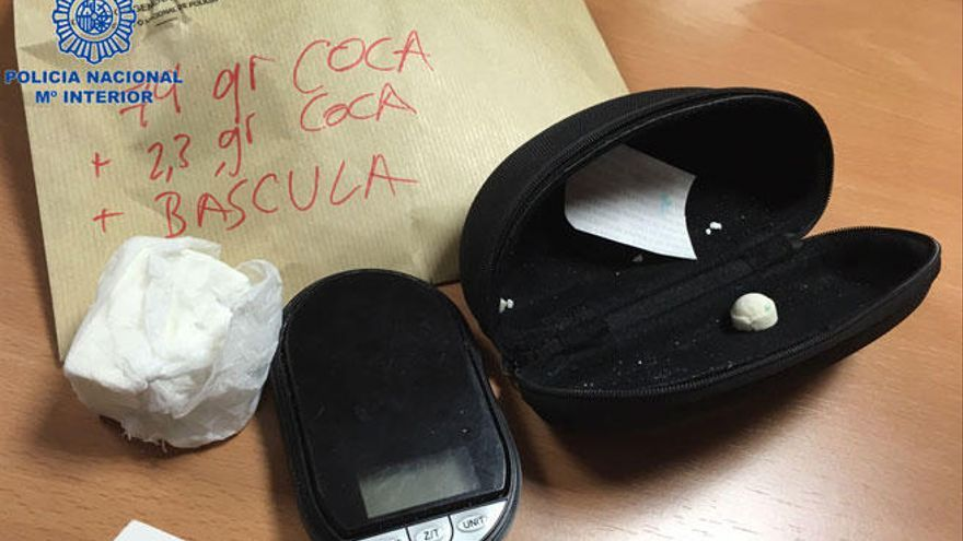 Dos detenidos por abandonar a una 'mula' que murió al estallarle un dátil de cocaína