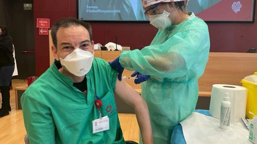 Comienza la vacunación contra el covid de sanitarios en Elche