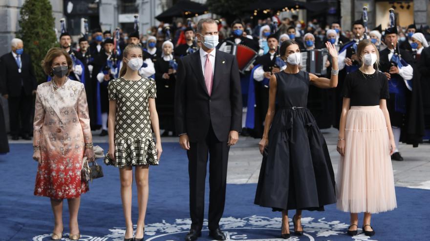 La alfombra azul: así fue la llegada de la Familia Real, premiados e invitados al Campoamor