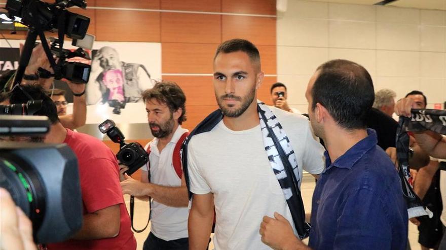 Víctor Ruiz llega a Estambul para formalizar su traspaso al Besiktas