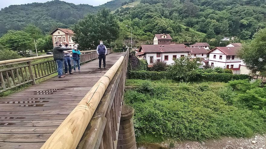 Bustiello reclama la rehabilitación de su histórico puente y que se abra el tráfico