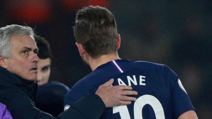 Kane se lesiona en la derrota del Tottenham de Mourinho