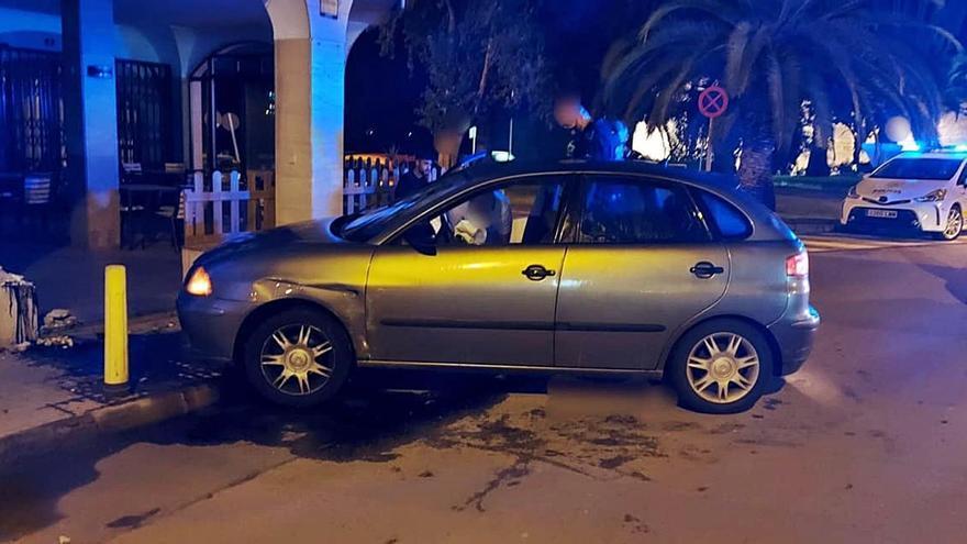 Un conductor ebrio se estrella contra la terraza de un bar a la entrada de Alcúdia