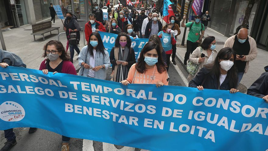Diez mil gallegos fuerzan al Parlamento debatir que los temporales sean fijos sin opositar