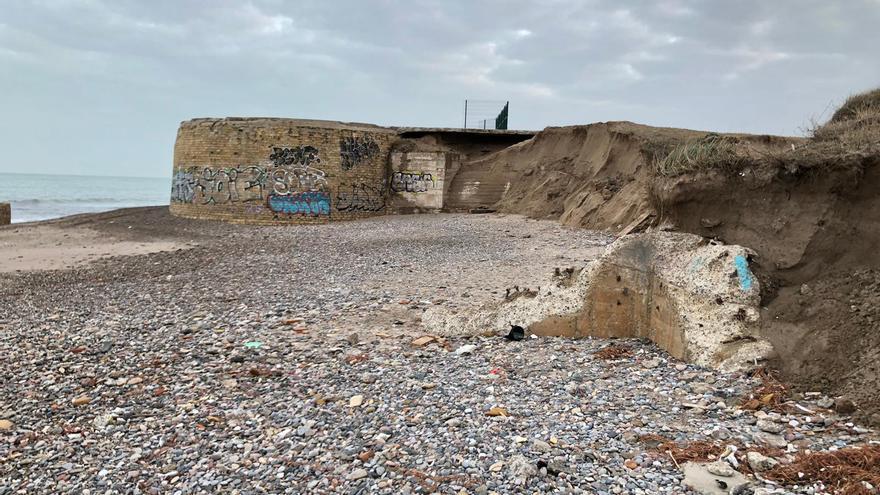 """La pérdida de 300.000 m3 de arena pone """"al límite"""" las playas del sur"""