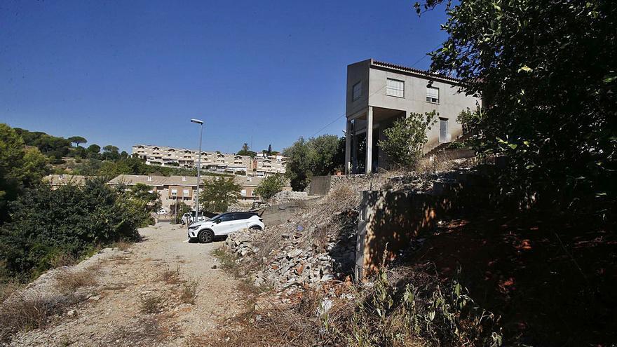 El Síndic emplaza a Alzira  a asfaltar la calle que lleva más de 20 años inacabada