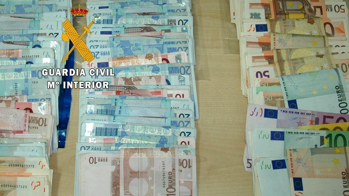Dinero incautado por la Guardia Civil en la inspección de Mombuey