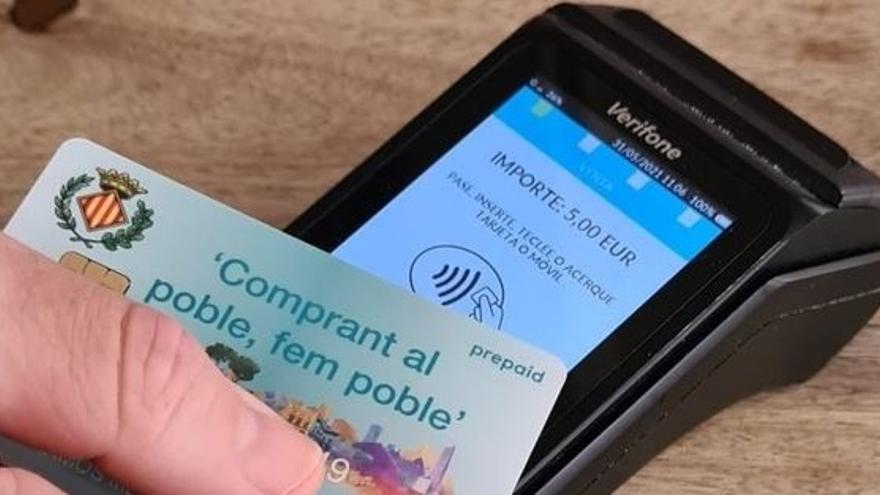 Vila-real refuerza con otros 180.000 euros la tarjeta comercial 'Fem Poble'