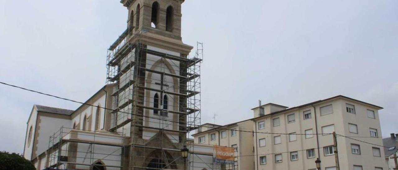 El templo recién pintado.