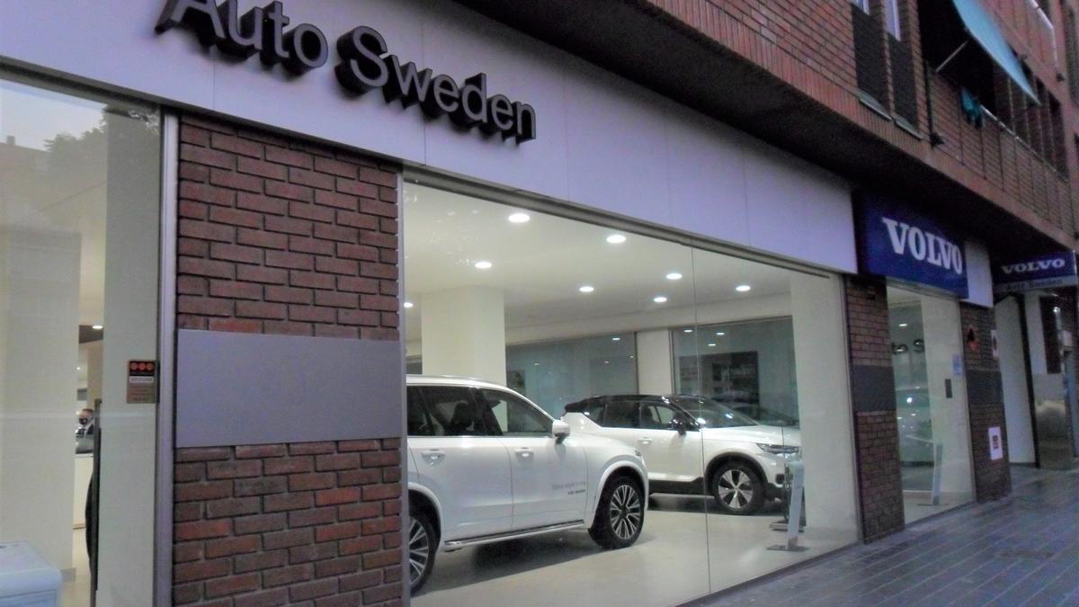 La fachada de las instalaciones de Volvo Auto Sweden de la calle Abén Al Abbar, en València.