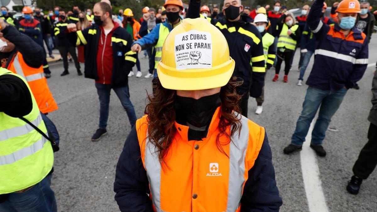 La Justicia prohíbe a Alcoa parar las cubas en San Cibrao