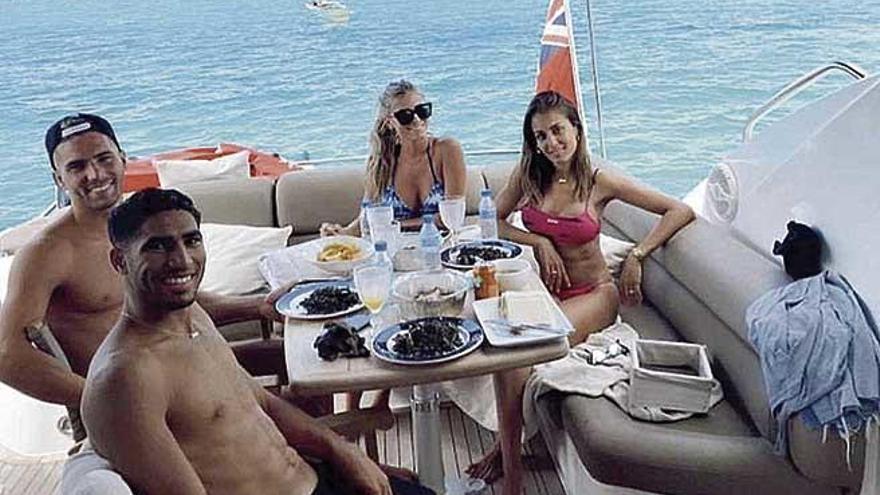Luca Zidane navega por es Trenc con Marina Muntaner