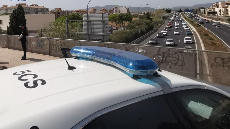 La Policía Nacional impide que dos personas se lancen al vacío en Palma