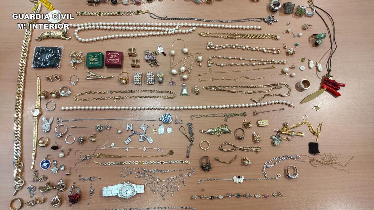 Entre el botín recuperado hay perlas, diamantes y muchas piezas de oro.