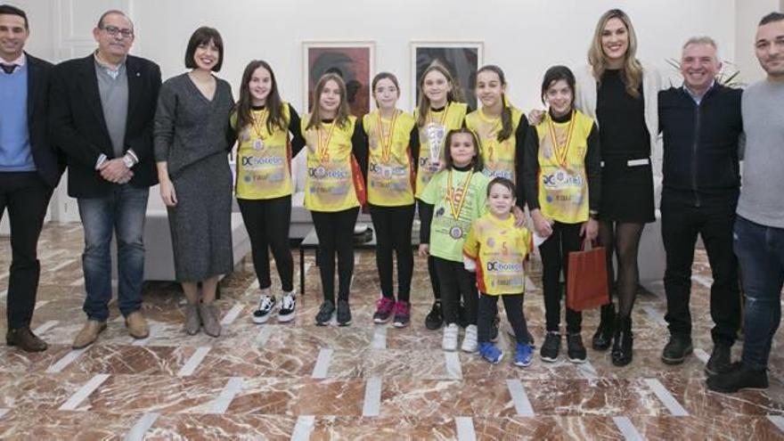 Voleibol Gandia felicita al colegio Joan XXIII del Grau por su bronce nacional