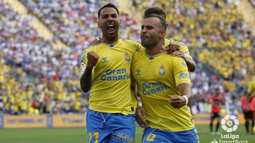 Álvaro Lemos se viste de Vicente Gómez y tumba al Tenerife en el derbi del éxtasis (2-1)