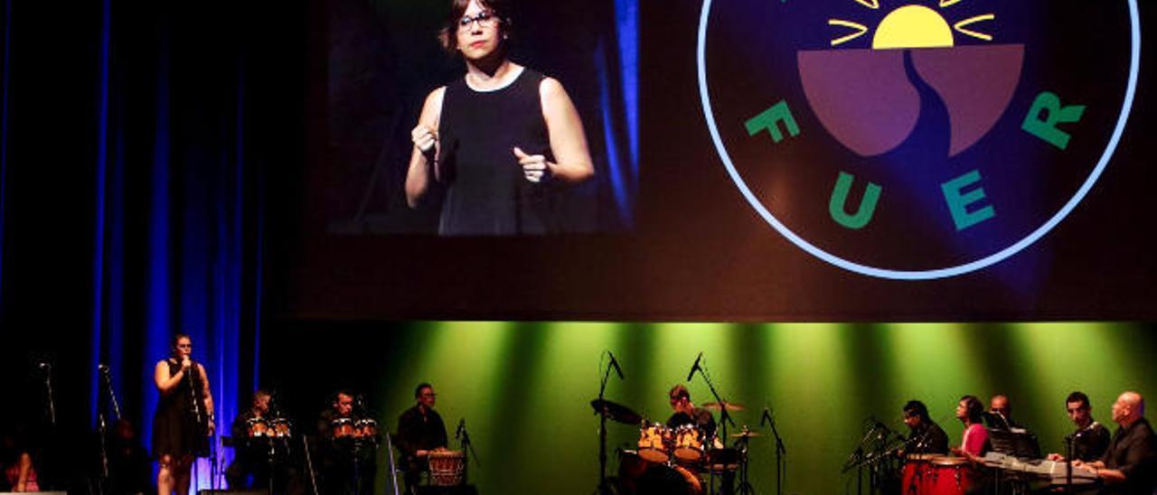 Los jóvenes de Adisfuer emocioanaron al público con su espectáculo musical.