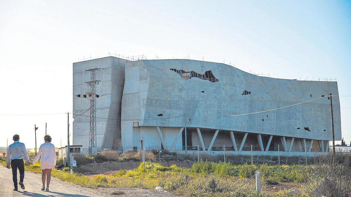El edificio es un esqueleto abandonado que no teme al expolio, pues nada guarda en su interior