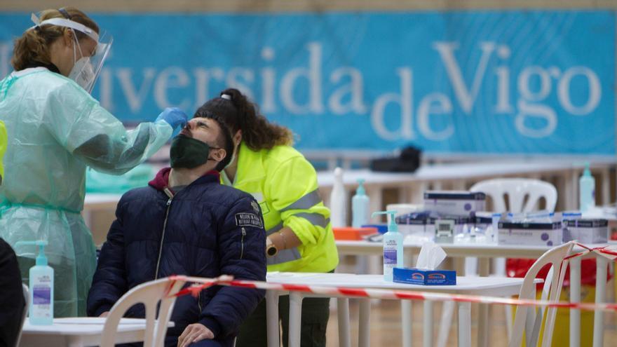 """Sanidad observa un """"repunte claro"""" de Covid-19 en la mayor parte de España y notifica 7.026 nuevos casos y 320 muertes"""