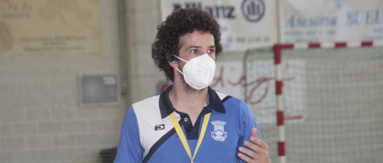 Moncho Curra durante un partido de la pasada campaña. |  // S. ÁLVAREZ
