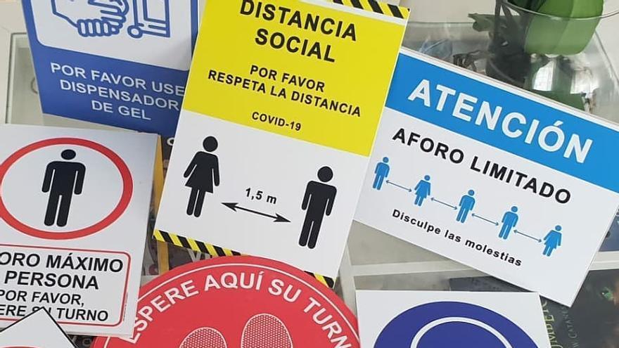"""El """"mar de señales"""" en el casal fallero de Cuba-Denia para prevenir la Covid 19"""