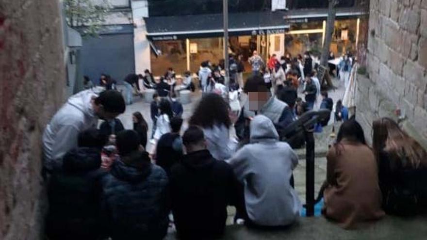 Las aglomeraciones y excesos de aforo en terrazas de Vigo desbordan a la Policía Local