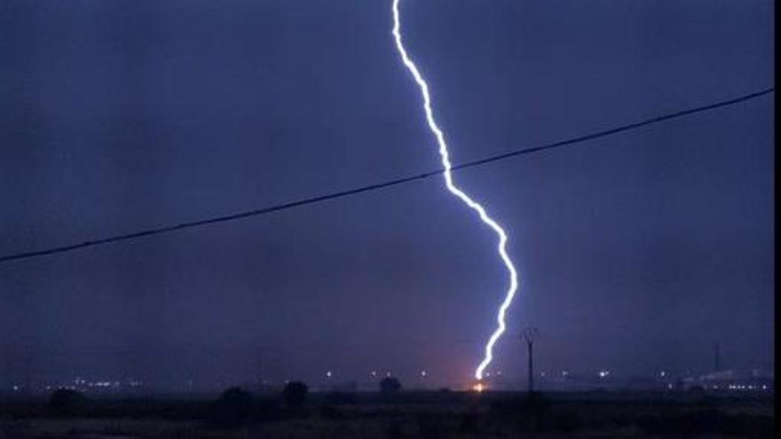 Tormenta en Valencia: Así diluviaba anoche y descargaba la tormenta