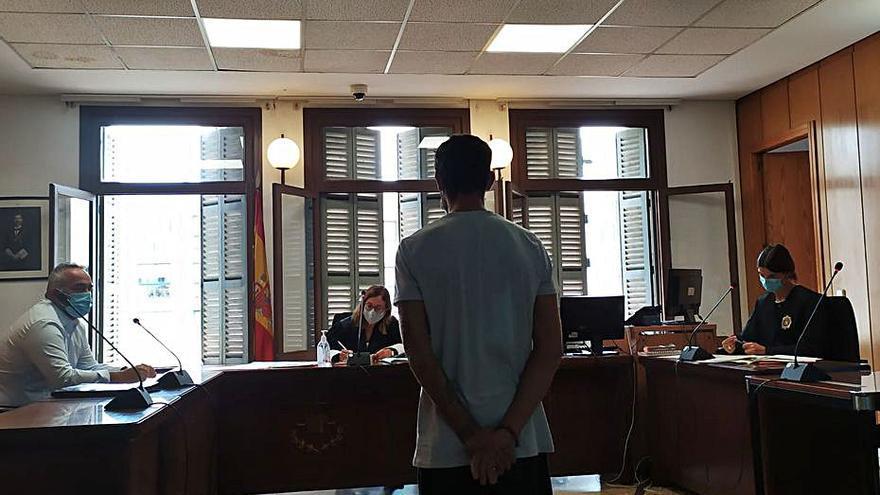 Piden 3,5 años de cárcel por cometer un atraco armado con una piedra