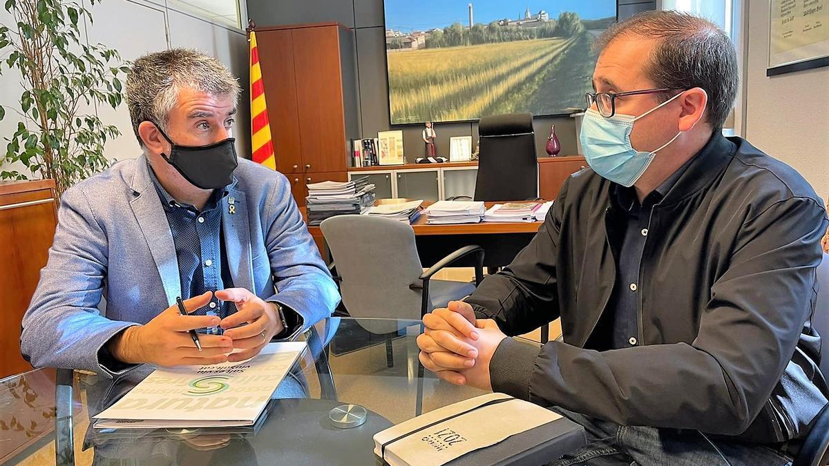 L'alcalde de Salt, Jordi Viñas, i el vicepresident de l'AAVV del Barri Centre, Jaume Puebla.