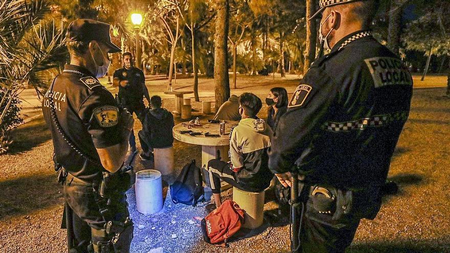 La Policía de Elche impone 654 multas en el primer fin de semana del toque de queda