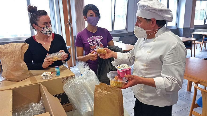 Más de 4.000 envases para los menús solidarios de Llanes