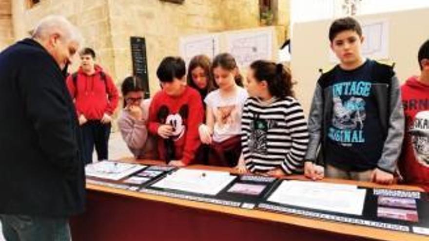 """Alumnes d'11 i 12 anys """"rescaten"""" un cine de Xàbia que porta 30 anys tancat"""