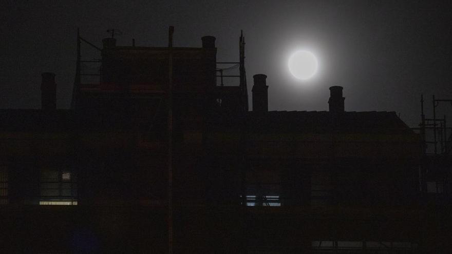 La superluna y mareonas en Avilés