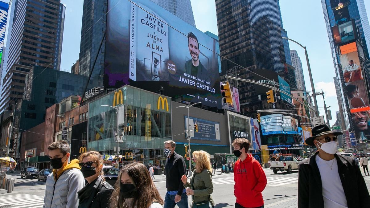 Promoción de la nueva novela de Javier Castillo en Times Square.