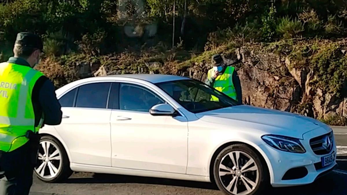 Control de movilidad de la Guardia Civil en Galicia