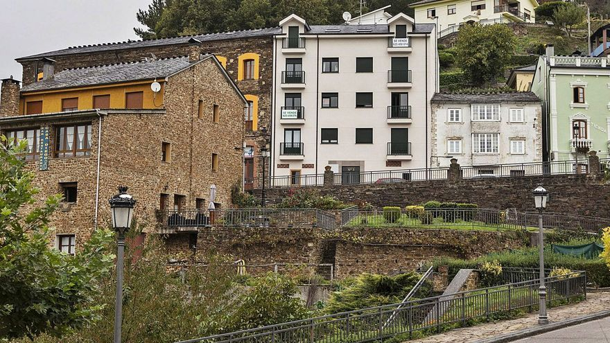 """Los precios """"desorbitados"""" de la vivienda frenan la llegada de vecinos a los Oscos"""