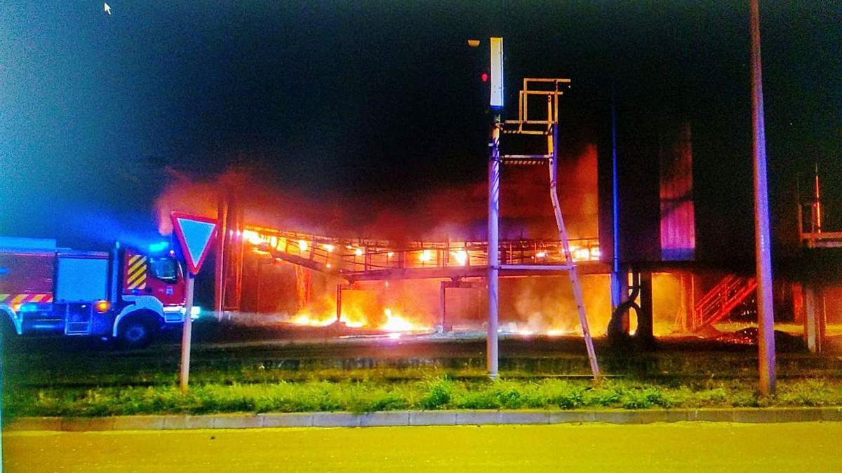 La cinta de Ebhisa, ardiendo.