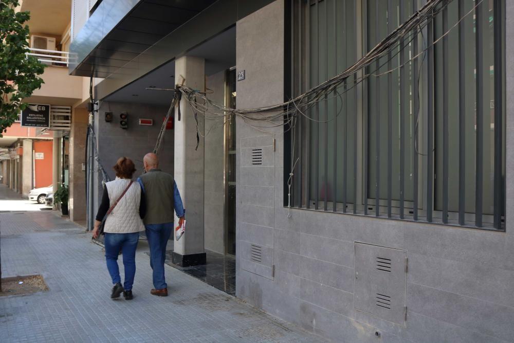 Ocupan al completo un edificio de nueva construcción en Camp d'en Serralta