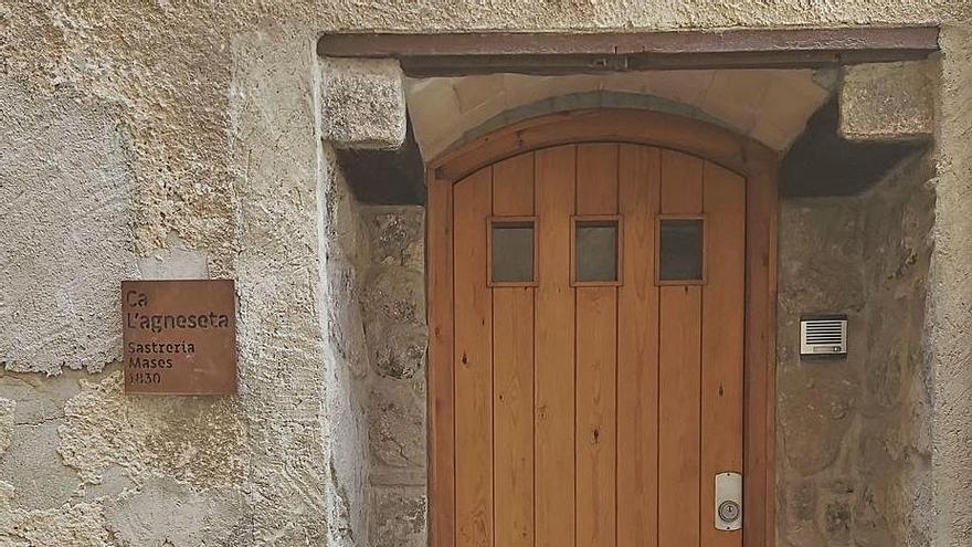 Calaf completa la senyalització dels noms històrics de les cases